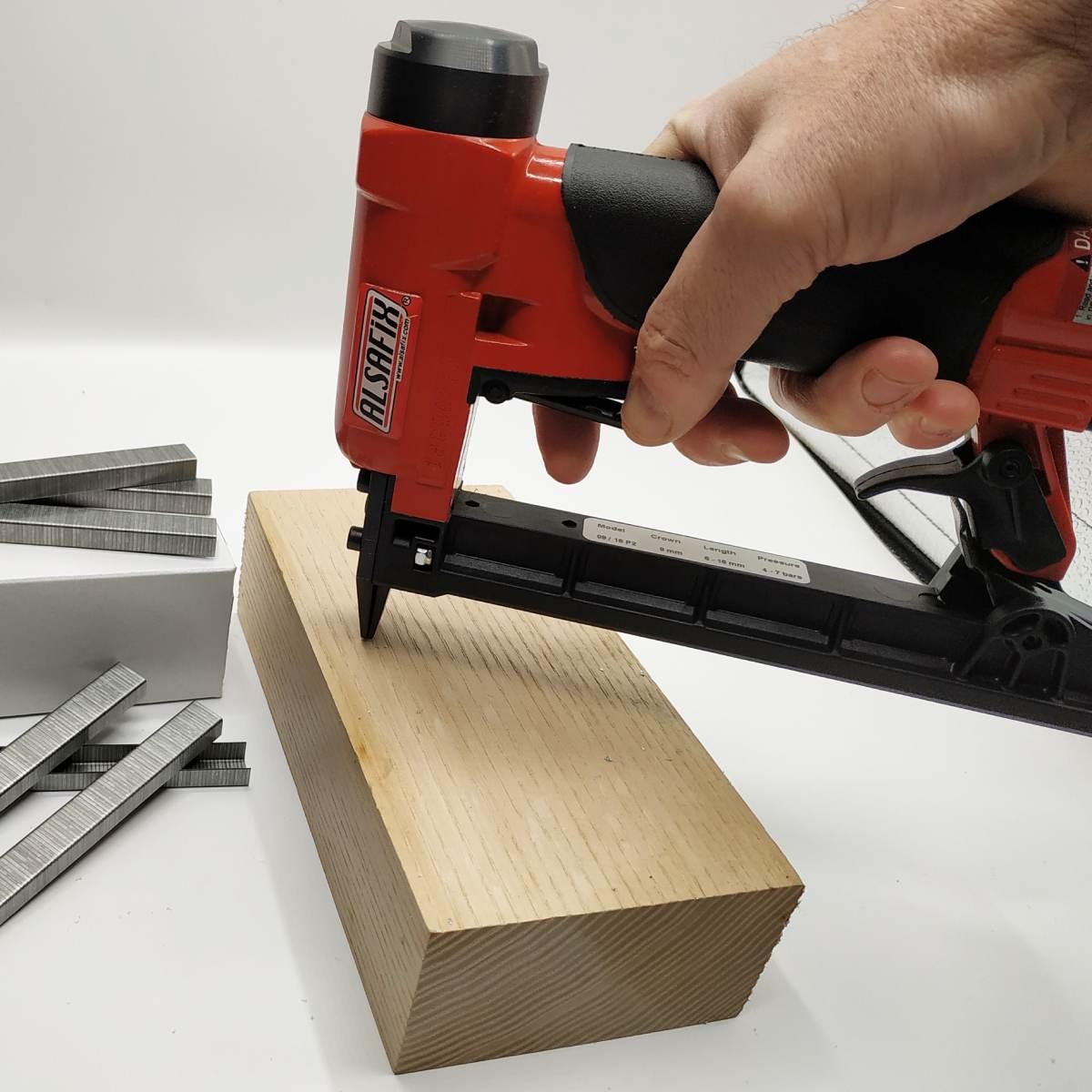 REGUR FT-10 Handtacker agrafeuse professionnelle pr/écise pour la fixation des tissus des tissus dameublement de l/étiquetage du bois u.v.m.
